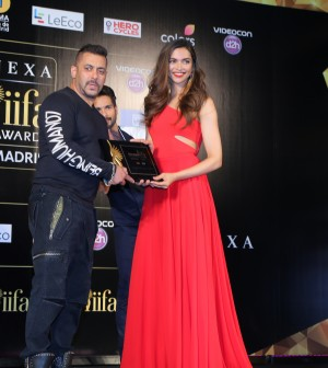 Salman Khan with Deepika Padukone at the IIFA 2016 Opening Press Conference in Madrid